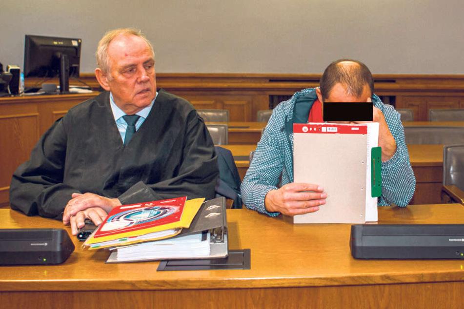 Bedauerte den Tod seines Kollegen: Deividas R. (31), hier mit seinem Anwalt Dr. Matthias Luderer, wurde wegen Totschlags im minderschweren Fall verurteilt.
