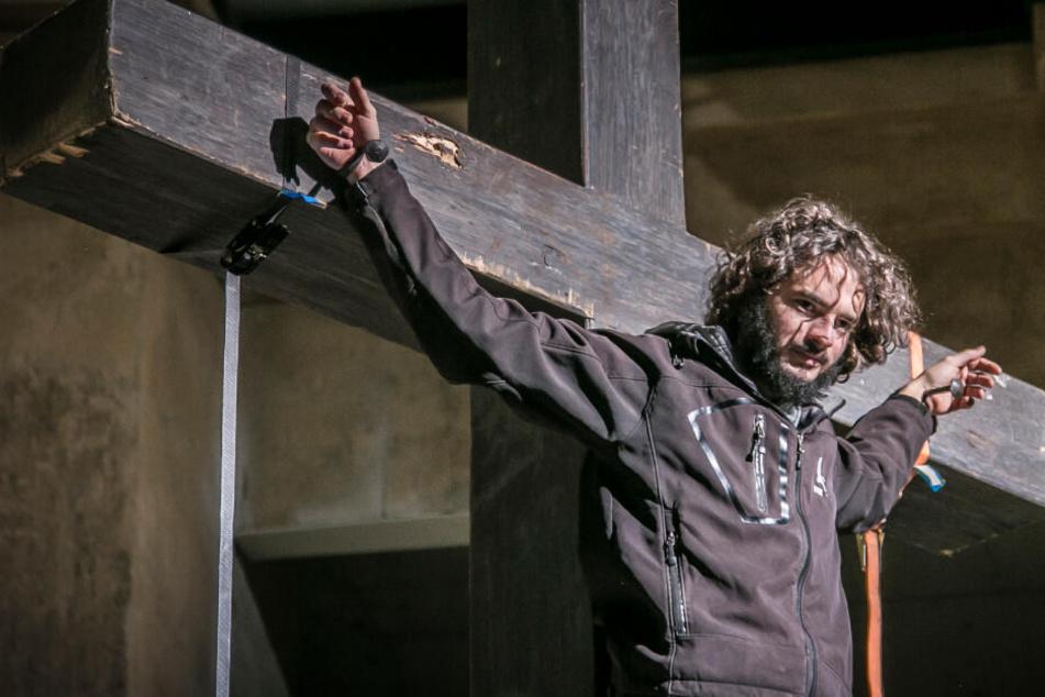 Jesus übersteht erste Kreuzigung: Beim nächsten Mal wird er fast nackt sein