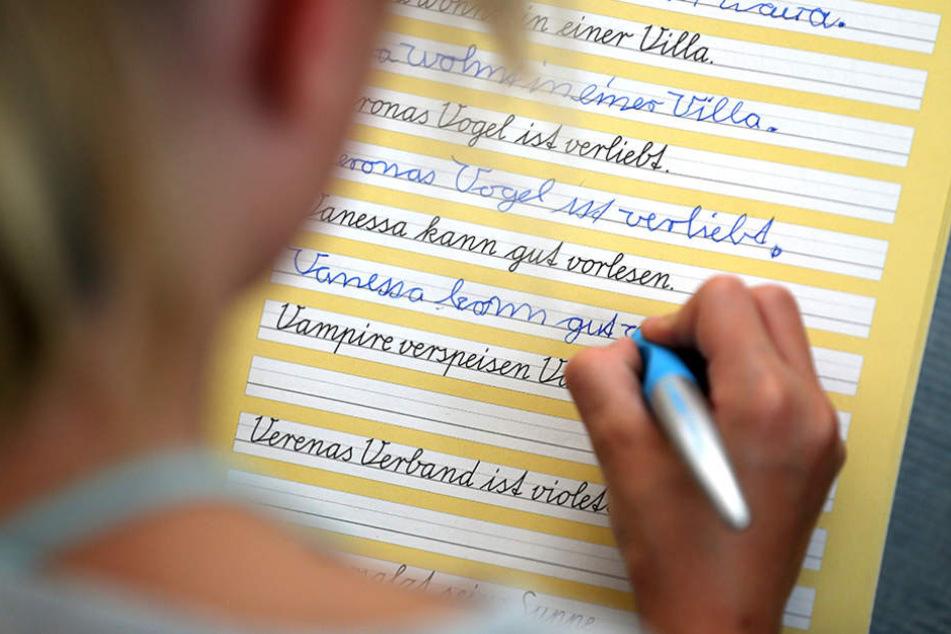 In den Bereichen Lesen und Rechtschreibung schnitten die Berliner Grundschüler besonders schlecht ab. (Symbolbild)
