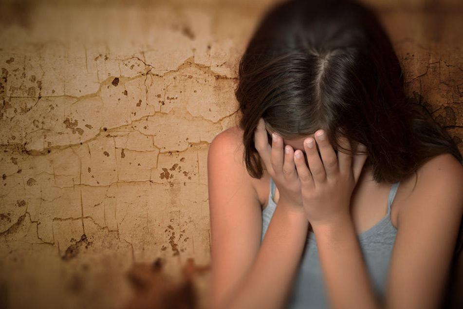 Das Mädchen war erst zehn Jahre alt, als sich ihr Stiefvater an ihr verging. (Symbolbild)