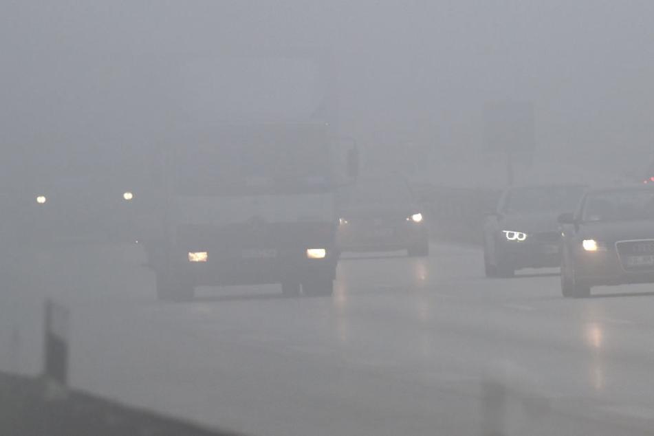 Auf der A4 kam es zu durch Nebel zu schlechten Sichtverhältnissen. (Symbolbild)