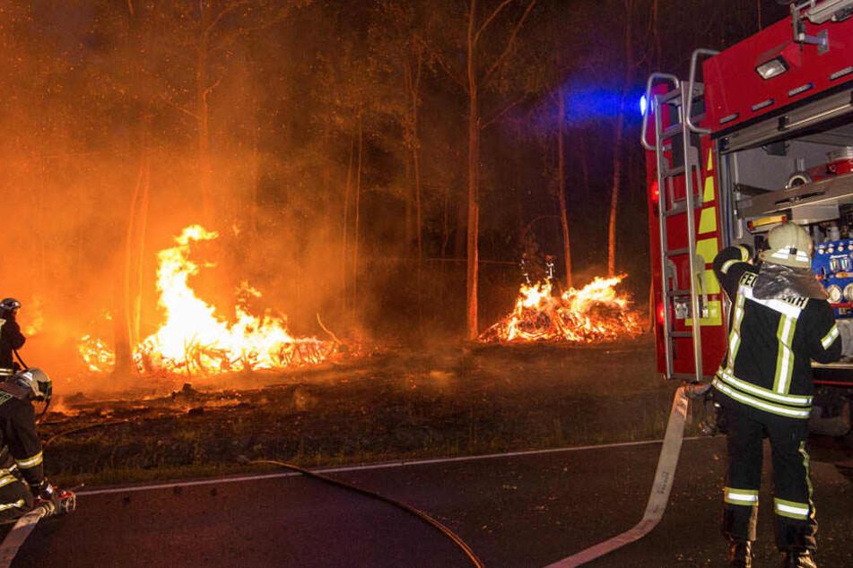 Der ortsansässigen Feuerwehr stand zu wenig Wasser zur Verfügung. Verstärkung musste her.