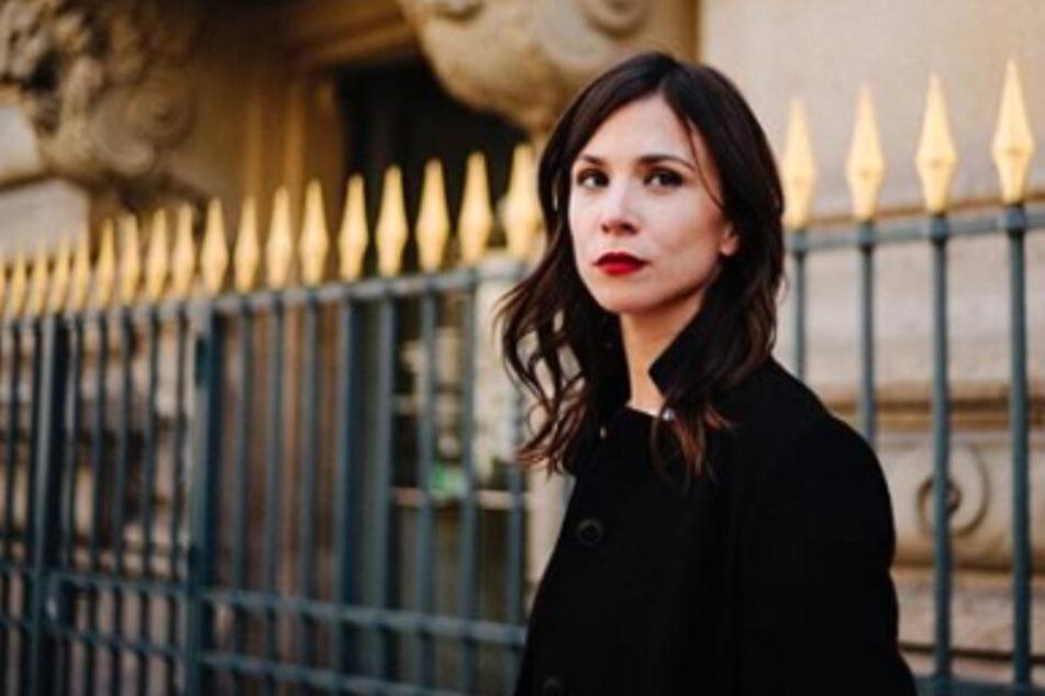 Darum reist Tatort-Darstellerin Aylin Tezel derzeit so oft nach London