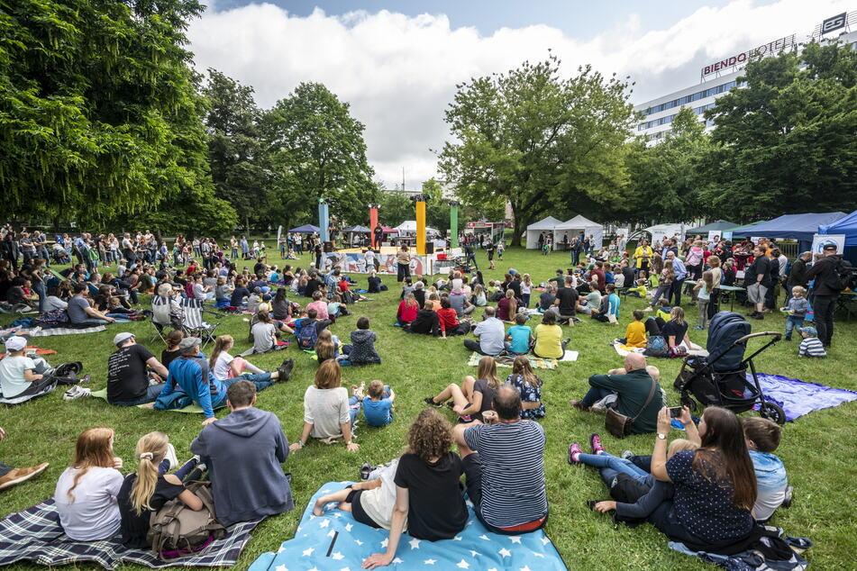 """Die Tüftlermesse """"Maker Faire"""" lockte am Sonntag viele Besucher in den Stadthallenpark."""