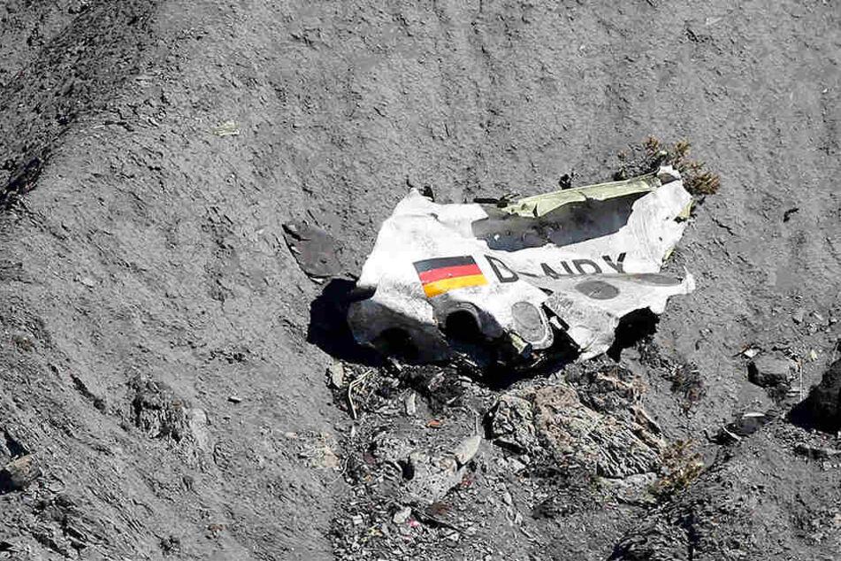 Ein Wrackteil der am Felsen zerschellten Germanwings-Maschine.