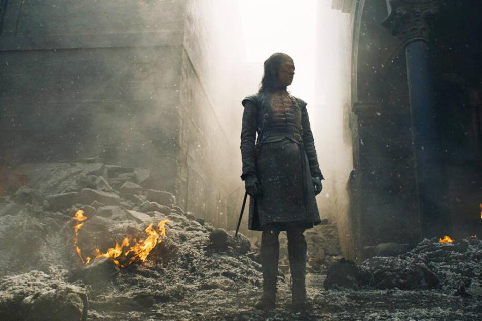 Aus der Perspektive von Arya Stark (Maisie Williams) erlebt der Zuschauer das Grauen in Königsmund, das von den Luftangriffen auf Dresden im 2. Weltkrieg inspiriert ist, hautnah mit.