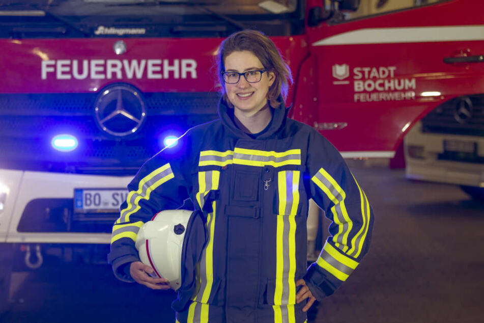 In den neuen Folgen werden die Feuerwehrleute der Feuerwehr Bochum bei ihrer Arbeit mit Kameras begleitet, erstmals sind auch Feuerwehrfrauen dabei.