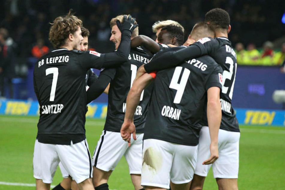 Glückwünsche für Timo Werner: Der Stürmer schnürte in Berlin seinen vierten Doppelpack der Saison.