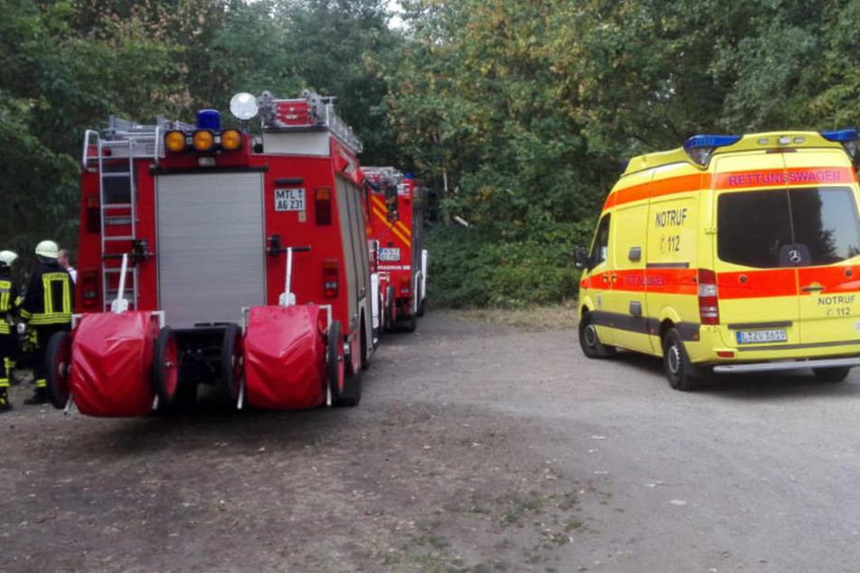 Ein Großaufgebot an Rettungskräften ist am Steinbruch in Ammelshain bei Leipzig vor Ort.