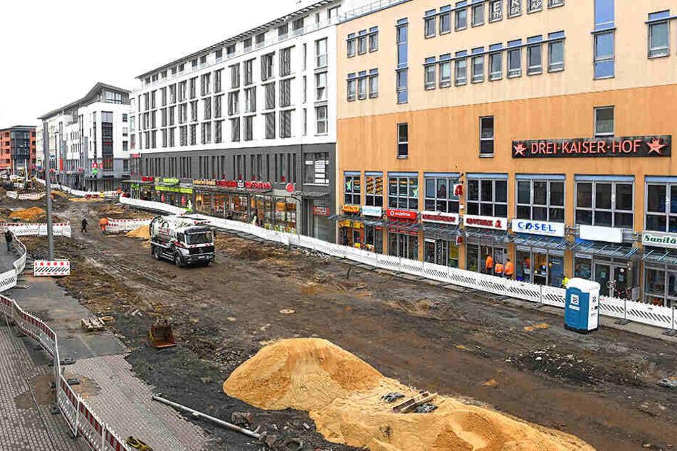 Auf dem unteren Teil der Kesselsdorfer Straße wird gerade kräftig gebaut.