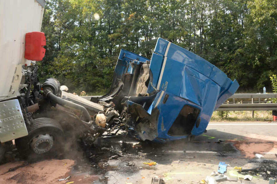 Das Führerhaus wurde bei dem Unfall komplett zerstört.