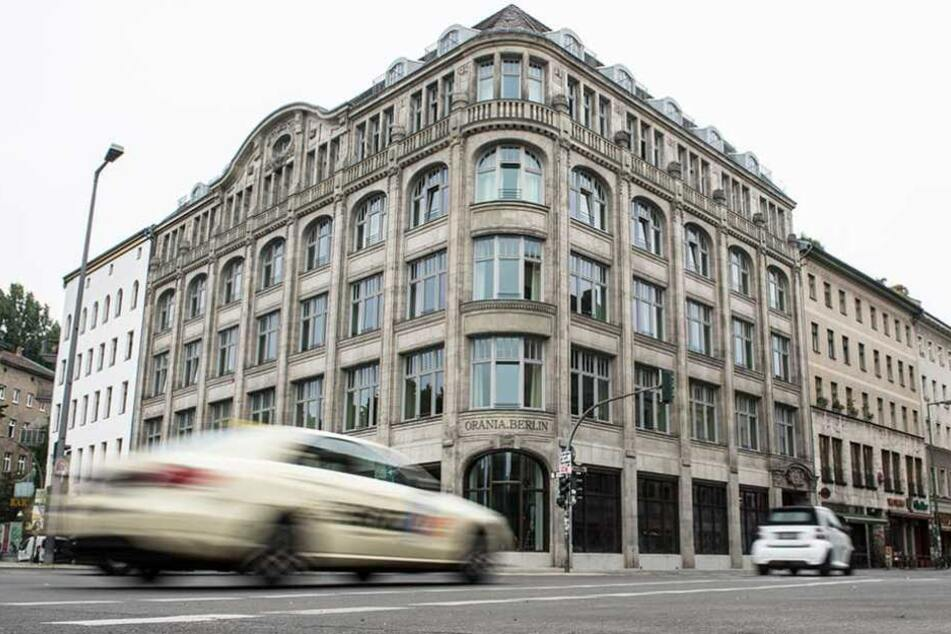 """Die Eröffnung des Luxushotels """"Orania"""" am Oranienplatz hatte Schmidt veranlasst bei Twitter seine Forderung nach einem Hotelplan zu veröffentlichen."""