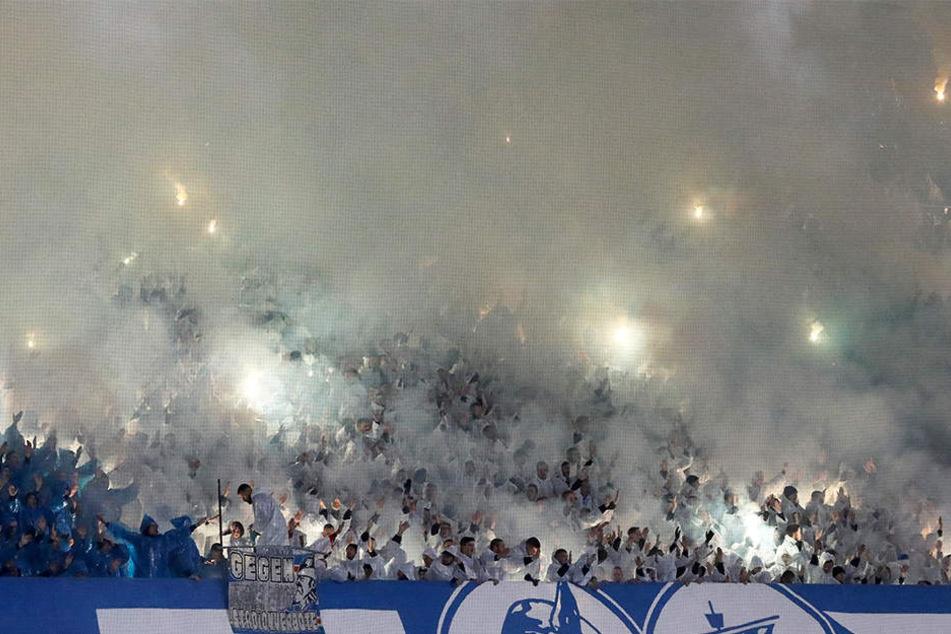 Obwohl die Fans des FC Hansa Rostock für eine beeindruckende Choreografie sorgten, reichte es für ihre Mannschaft nicht zum Weiterkommen.
