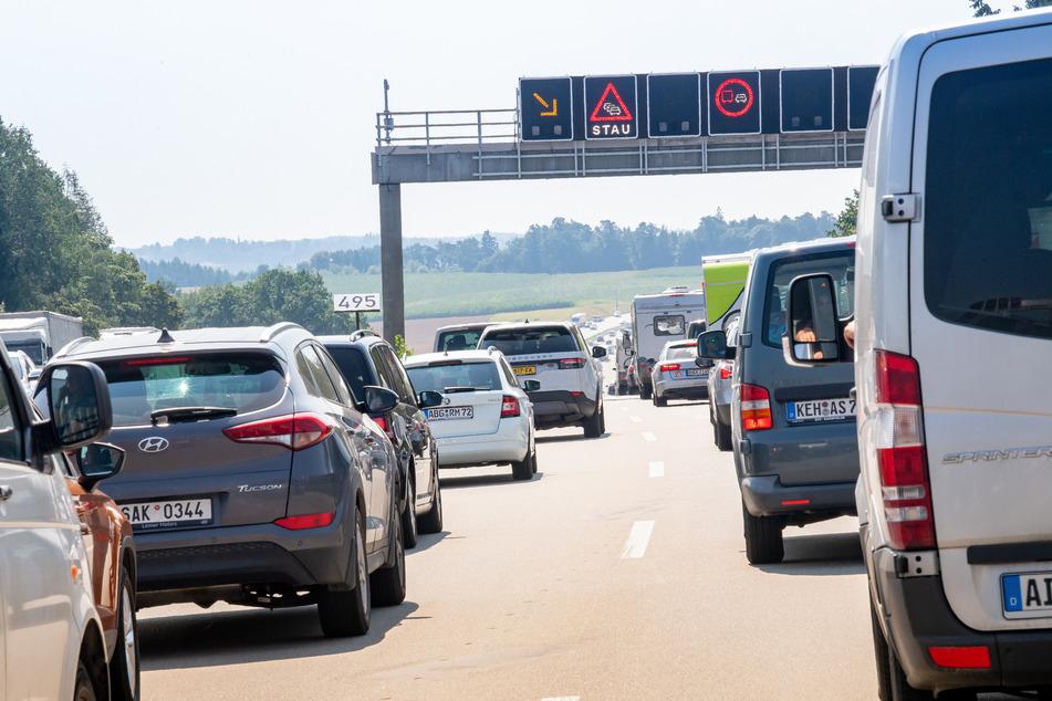 Auf der Autobahn 9 staute es sich am Samstag vor allem in Sachsen-Anhalt. (Archivbild)