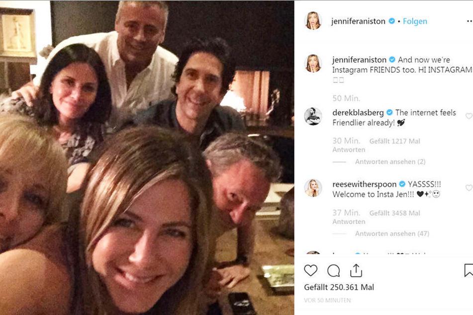 Mit diesem Selfie meldete sich Jennifer Aniston (50) bei Instagram an.
