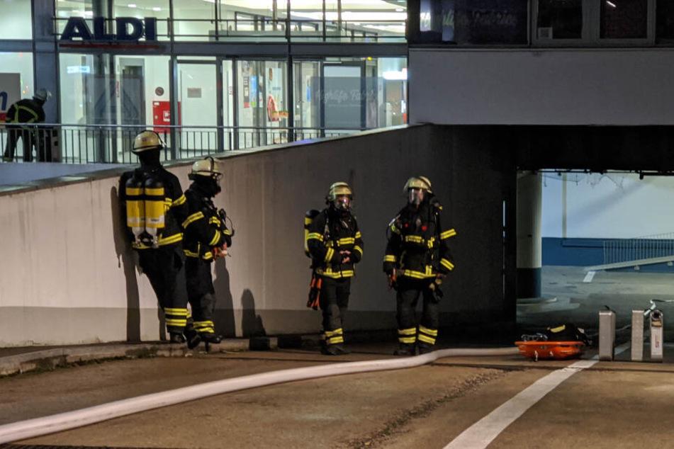 In dem Gebäude hatte es bereits am Montagabend gebrannt.