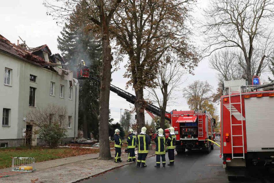 Mit einer Drehleiter war die Feuerwehr im Einsatz.