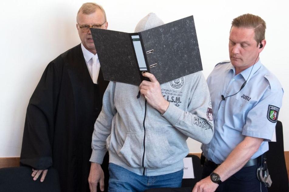 Angeklagter erkrankt: Lügder Missbrauchsprozess kommt ins Stocken