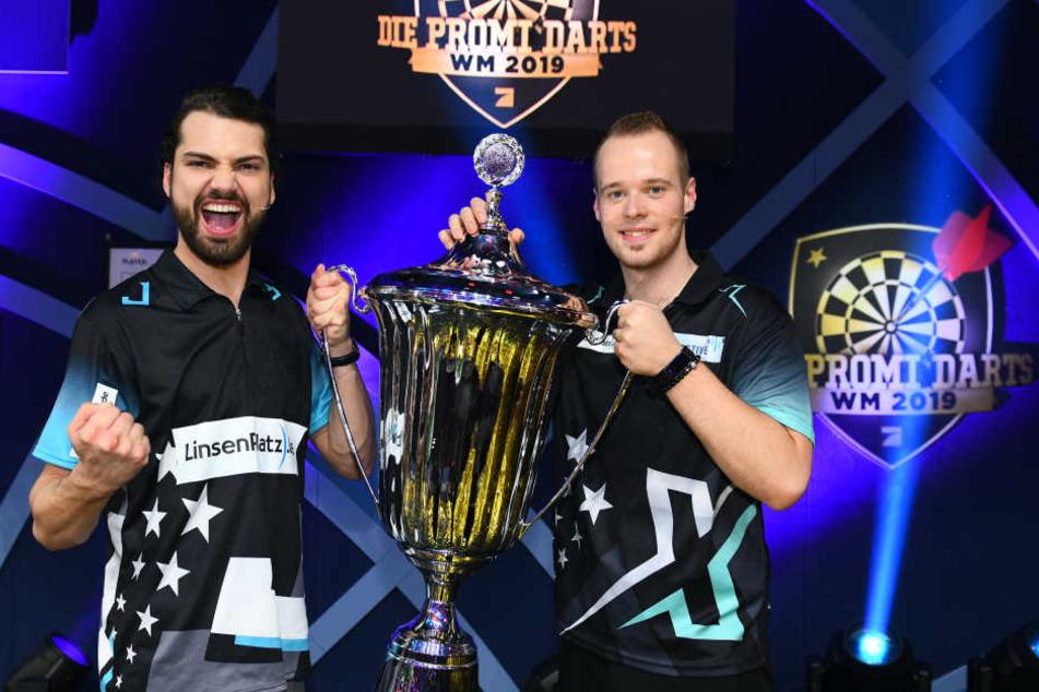 Jimmi Ochsenknecht und Max Hopp siegten bei der Promi Darts WM.