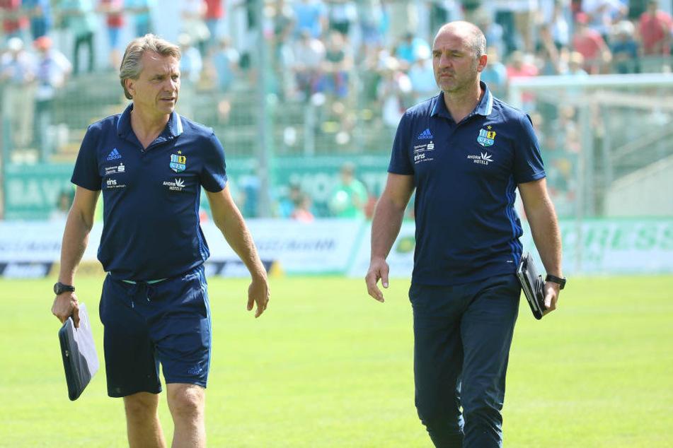 Sportvorstand Steffen Ziffert (r.) und Trainer Horst Steffen - die Tabelle steht zwischen den beiden.