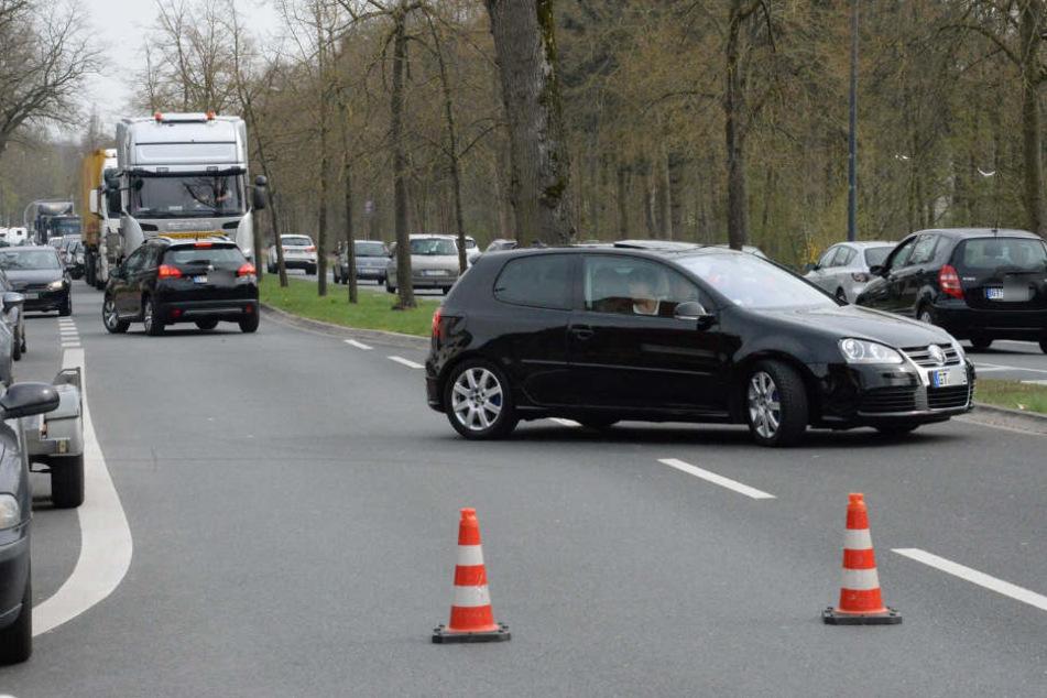 Die Verler Straße war für knapp eine Stunde stadteinwärts gesperrt.