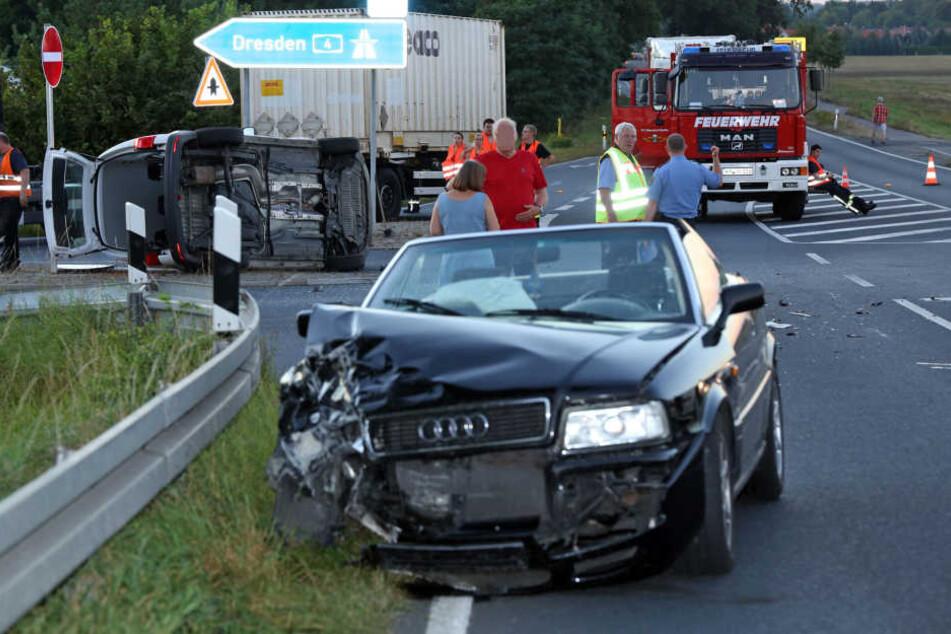 Ein Audi und ein Transporter sind bei Ottendorf-Okrilla zusammengestoßen.