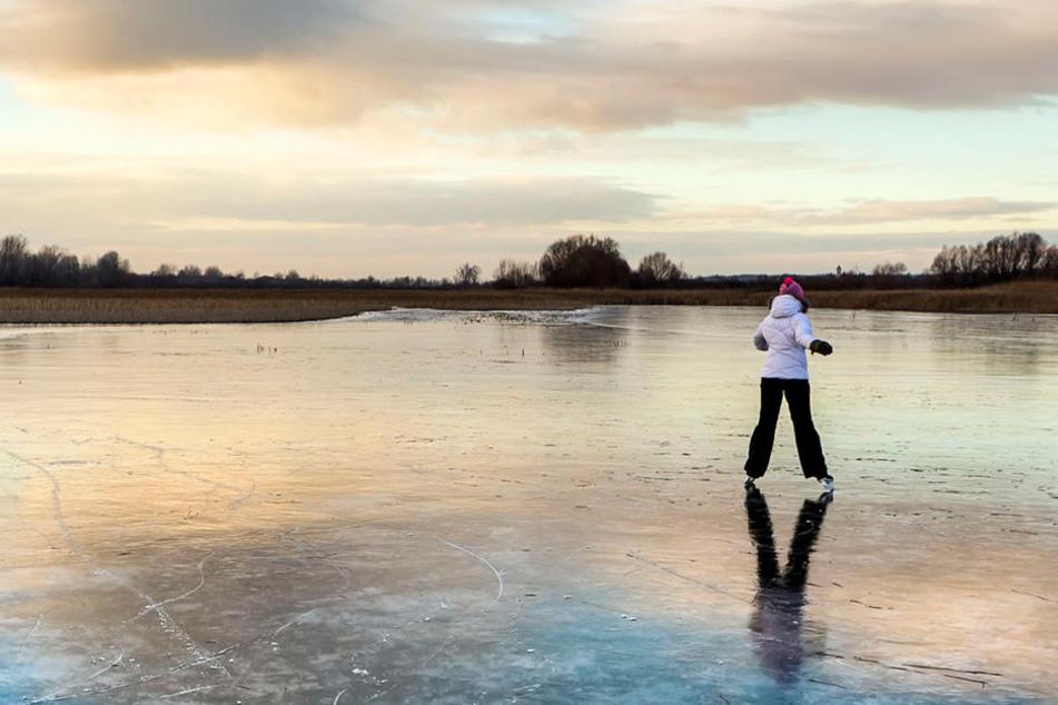 Auch wenn die Verlockung groß ist: Eislaufen bleibt in Zwickau verboten.