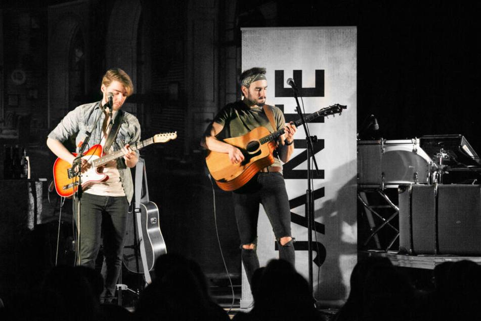 """Tim Bergelt und Jan Thierfelder stehen gemeinsam als """"Jante"""" auf der Bühne. Heute kommt die neue Single """"Einfach leichter"""" auf den Markt."""