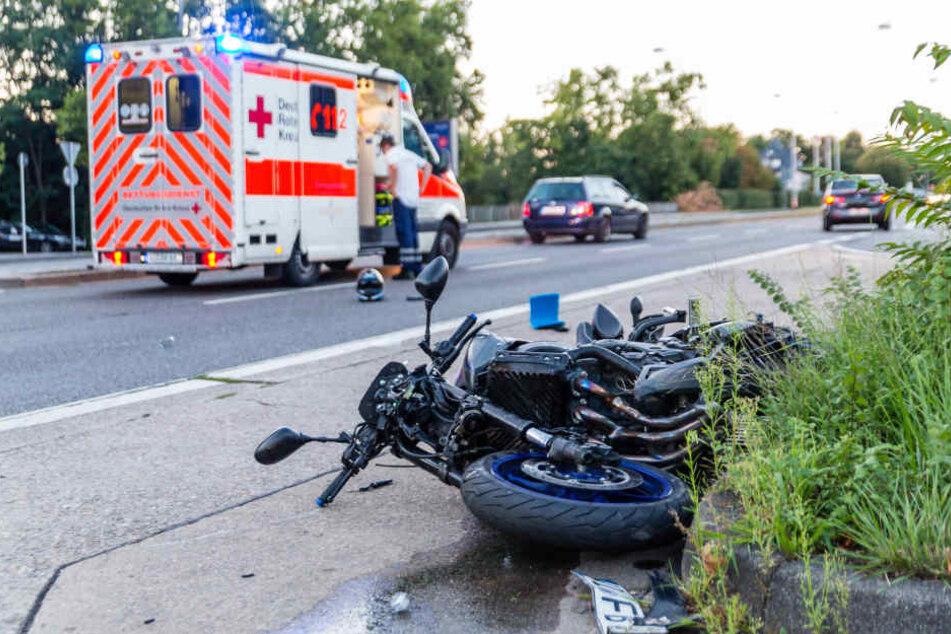 Der Motorradfahrer wurde beim Zusammenprall schwer verletzt.