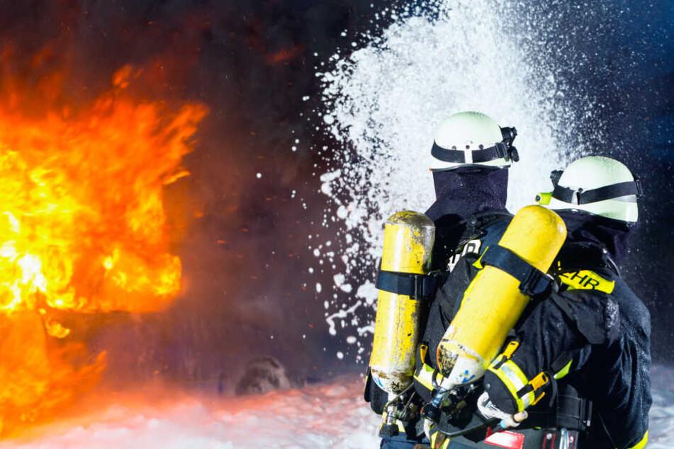Gefährlicher Job: Feuerwehrleute riskieren bei vielen Einsätzen ihre Gesundheit oder auch ihr Leben (Symbolbild).
