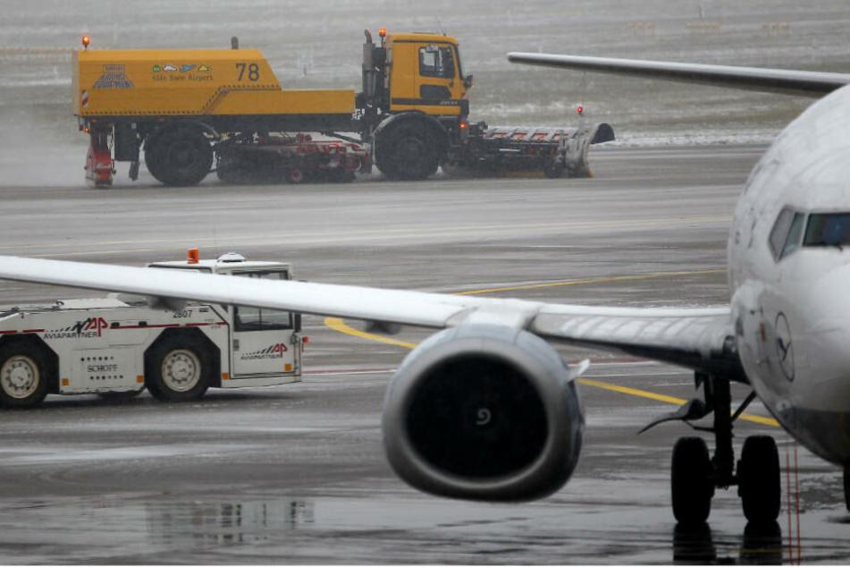 Flughafen Köln/Bonn durch Schnee ausgebremst: Betrieb läuft wieder