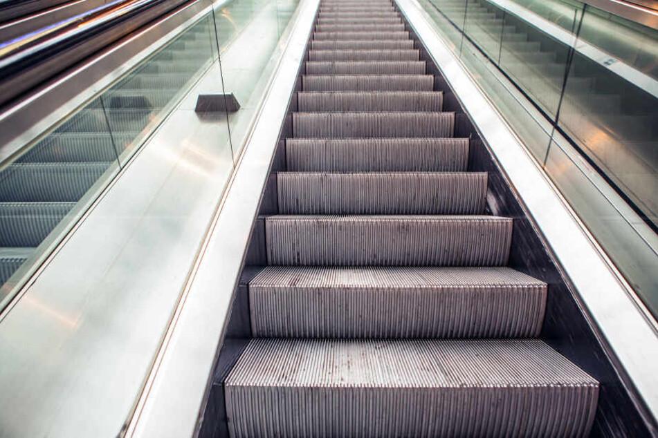 Auf Rolltreppen passieren immer wieder schlimme Unfälle. Ein kleiner Junge aus China musste das am eigenen Leib erfahren. (Symbolbild)