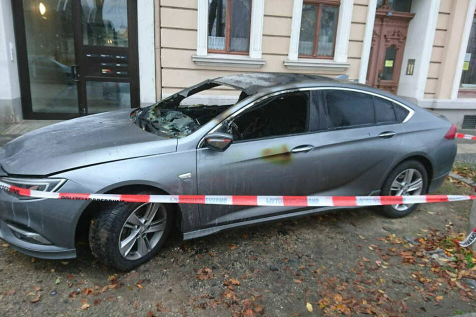 Eskaliert Beziehungsstreit in Brandstiftung? Auto in Görlitz in Flammen!