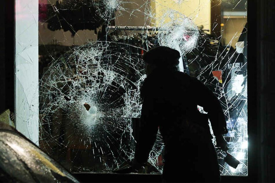 Eine friedliche Demo schlägt in Gewalt um: Politisch motivierte Randalierer verwüsteten im Januar 2015 den Leipziger Süden.