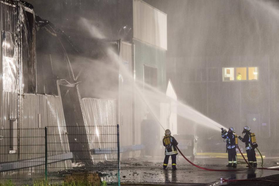 Wie es zu dem Feuer kommen konnte, ist bislang noch völlig unklar.