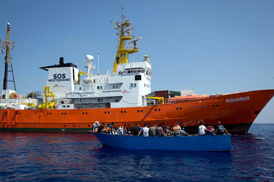 Spanien nimmt auf dem Mittelmeer wartende Flüchtlinge auf