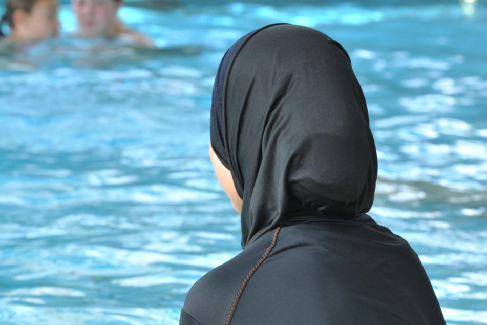 Ein Sprecher der Therme wies die Darstellung zurück, dass die Frauen beleidigt worden seien.