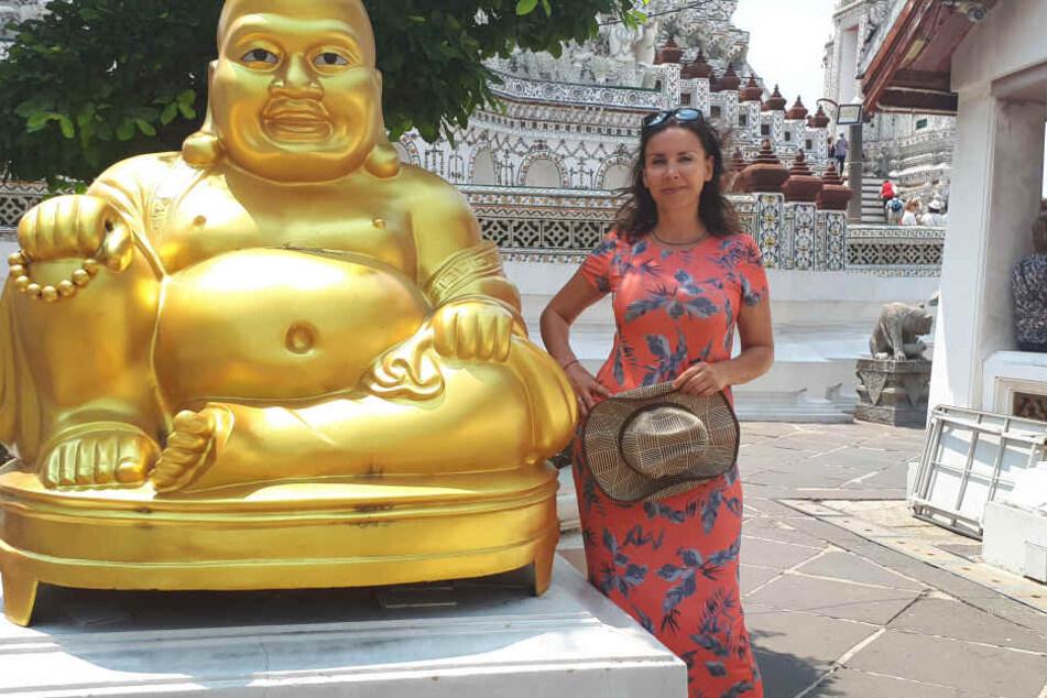 In Bangkok besuchte sie den Tempel Wat Arun.