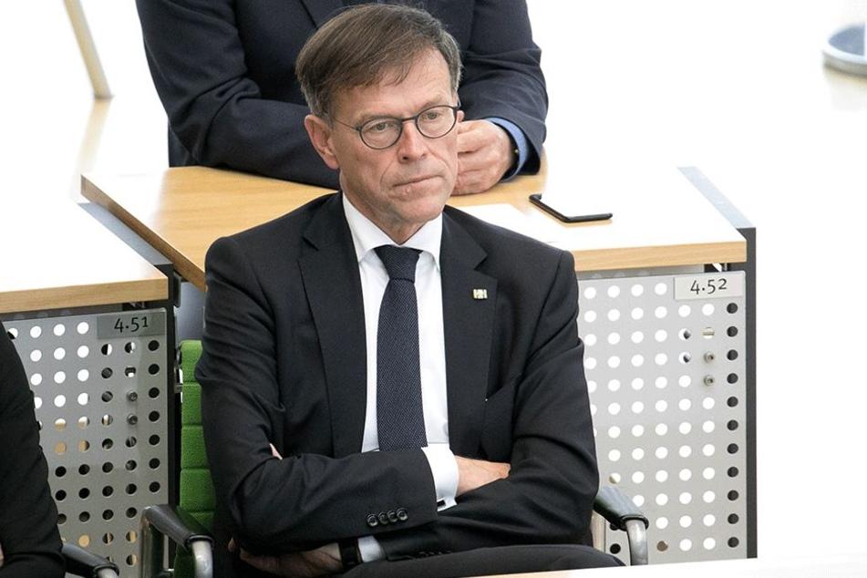 Im Fall der Fälle muss er entscheiden: Landtagspräsident Matthias Rößler (62,  CDU).