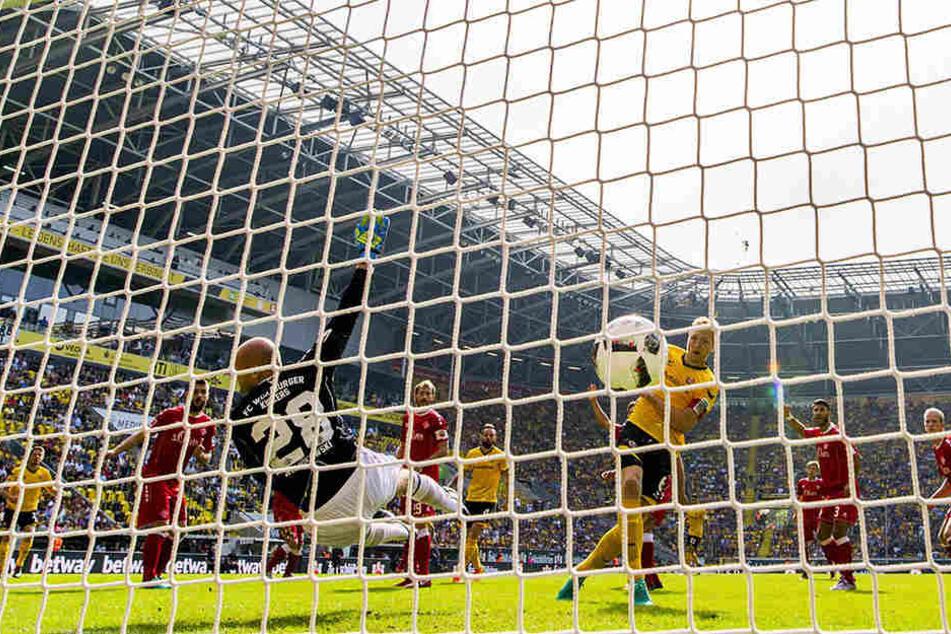 Im Hinspiel brachte Marco Hartmann Dynamo mit 1:0 in Führung. Am Ende reichte es gegen die Würzburger Kickers nur zu einem 2:2.