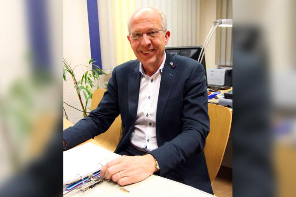 Ewald Lüffe erklärt, dass die Flüchtlinge ständig in Rotation sind.