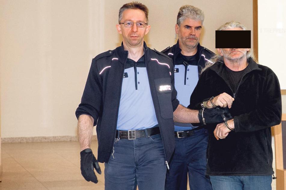 Bilderdieb und Serieneinbrecher Harry N. (57) auf dem Weg zum Prozess.