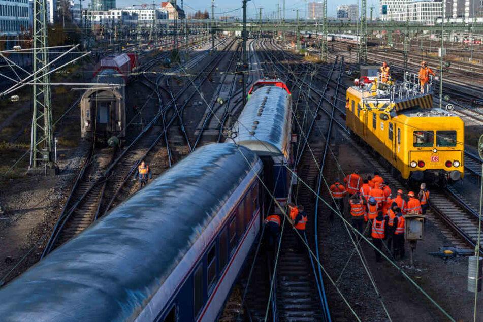 Ein Regionalzug entgleiste am Freitag nahe dem Münchener Hauptbahnhof, an der Hackerbrücke.