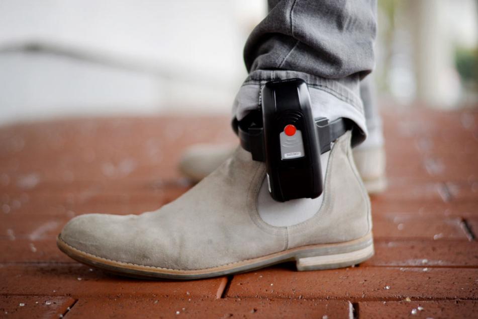 Terroristen sollen künftig auch mit Fußfesseln ausgestattet werden können.