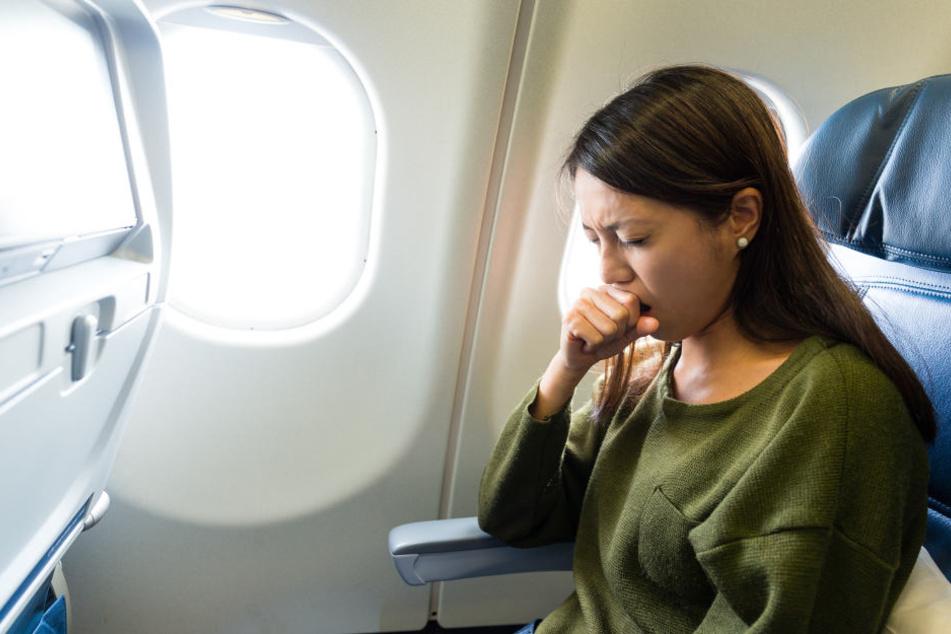 Die trockene Luft in der Kabine kann zur Dehydration führen.
