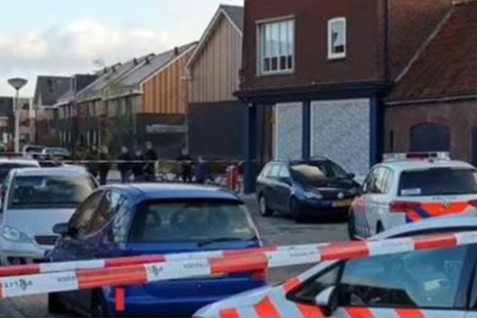 Vier tote Männer entdeckte die niederländische Polizei in einem Großhandel. (Symbolbild)