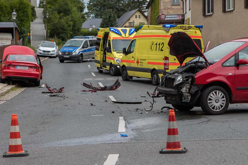 Fünf Personen sind bei dem Unfall verletzt worden.