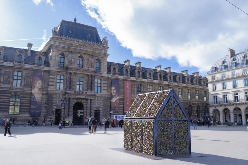 Aus den abmontierten Liebesschlössern machteCarmen Mariscal in Paris Kunst.