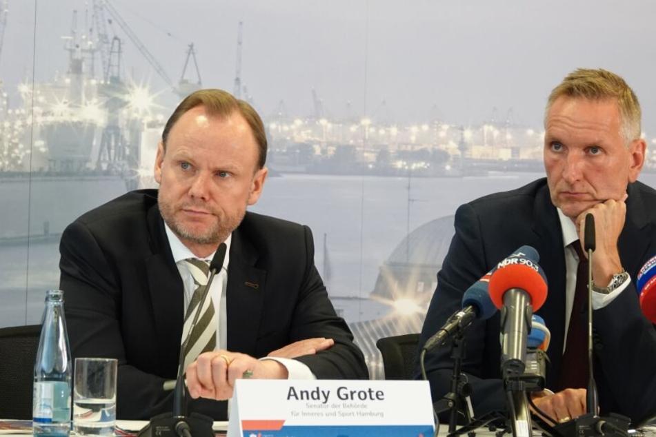 Innensenator Andy Grote (SPD, l), und Verfassungsschutzchef Torsten Voß stellten den Schutzbericht vor.