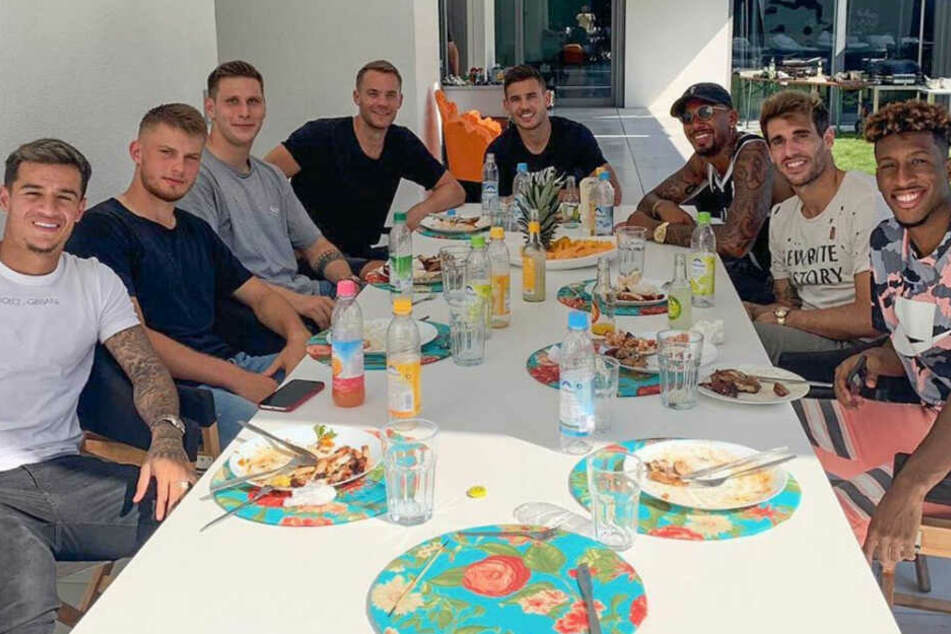 Es gibt kein Bier im Verein, es gibt kein Bier - zumindest nicht während der Saison. Spaß hatten die FC-Bayern-Jungs trotzdem.